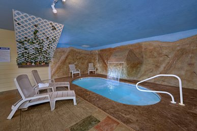 Romantic Getaway Honeymoon Cabin With Indoor Heated Pool And Waterfall
