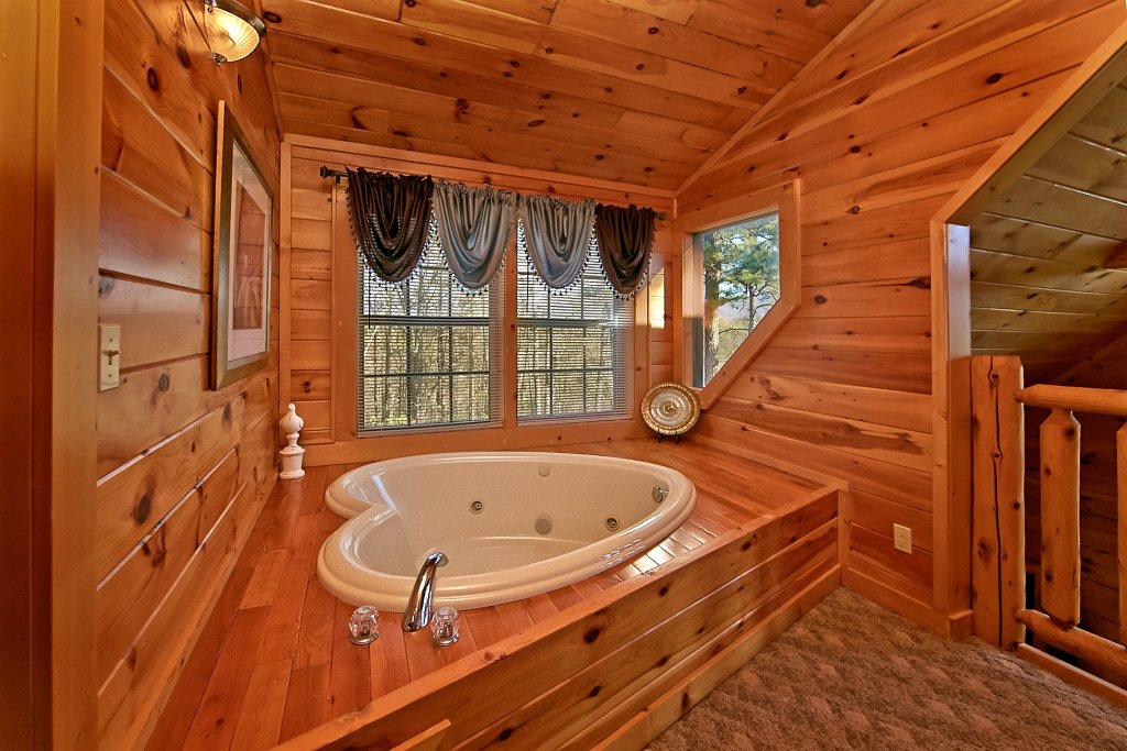 Photo of a Gatlinburg Cabin named Mountain Splash - This is the fourteenth photo in the set.