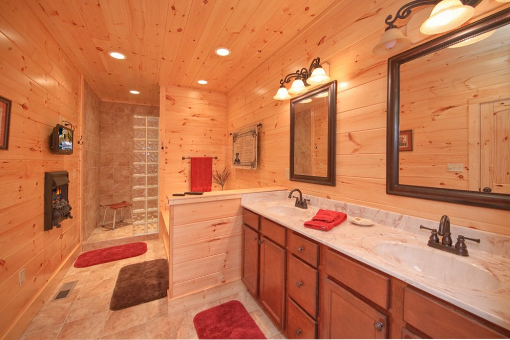 Photo of a Gatlinburg Cabin named Picture Perfect - This is the twelfth photo in the set.