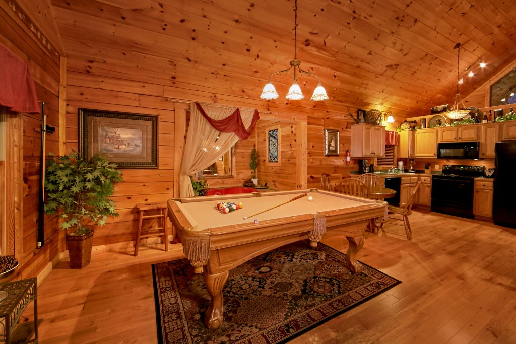 Photo of a Sevierville Cabin named Splish Splash - This is the sixth photo in the set.