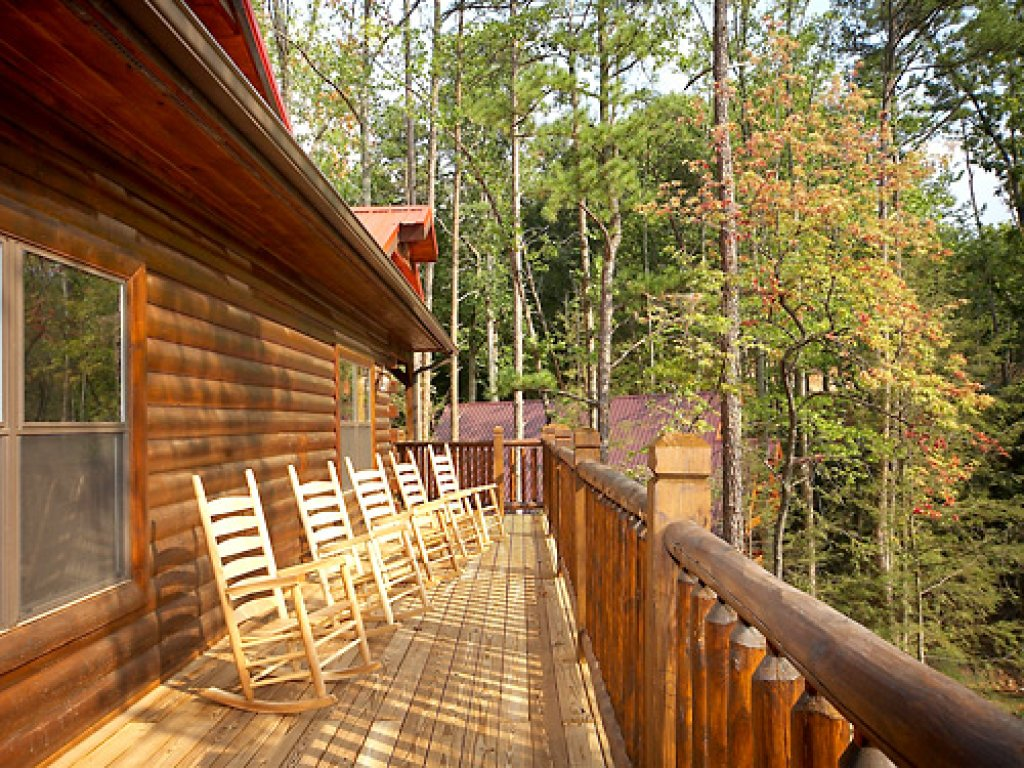 Photo of a Gatlinburg Cabin named Serenity Lodge - This is the fourth photo in the set.