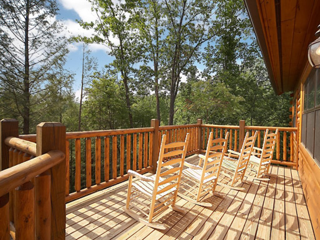 Photo of a Gatlinburg Cabin named Serenity Lodge - This is the fifth photo in the set.