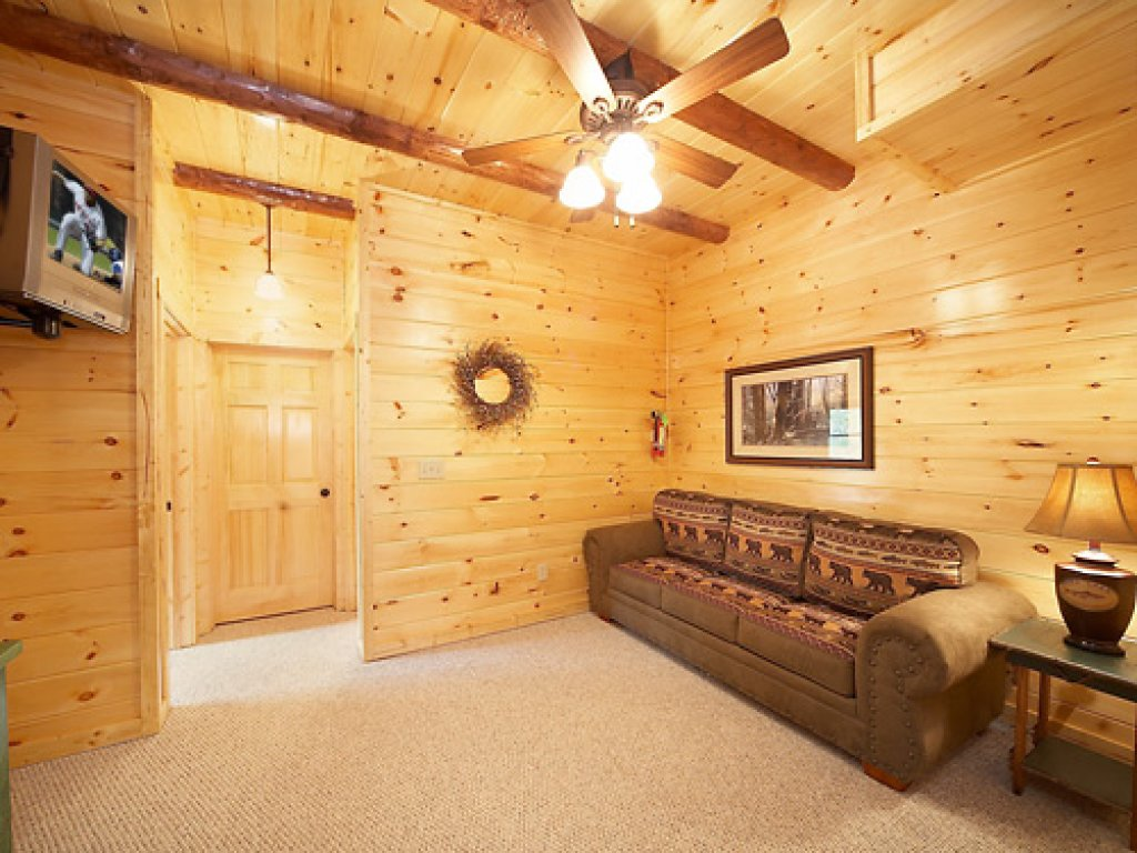 Photo of a Gatlinburg Cabin named Serenity Lodge - This is the sixteenth photo in the set.