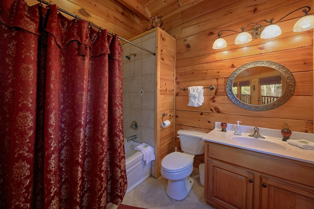 Photo of a Sevierville Cabin named Tranquility - This is the eighteenth photo in the set.
