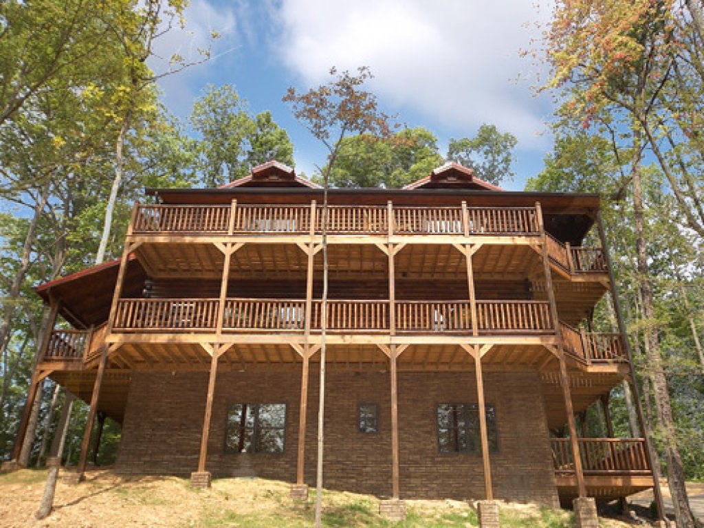 Photo of a Gatlinburg Cabin named Serenity Lodge - This is the seventeenth photo in the set.