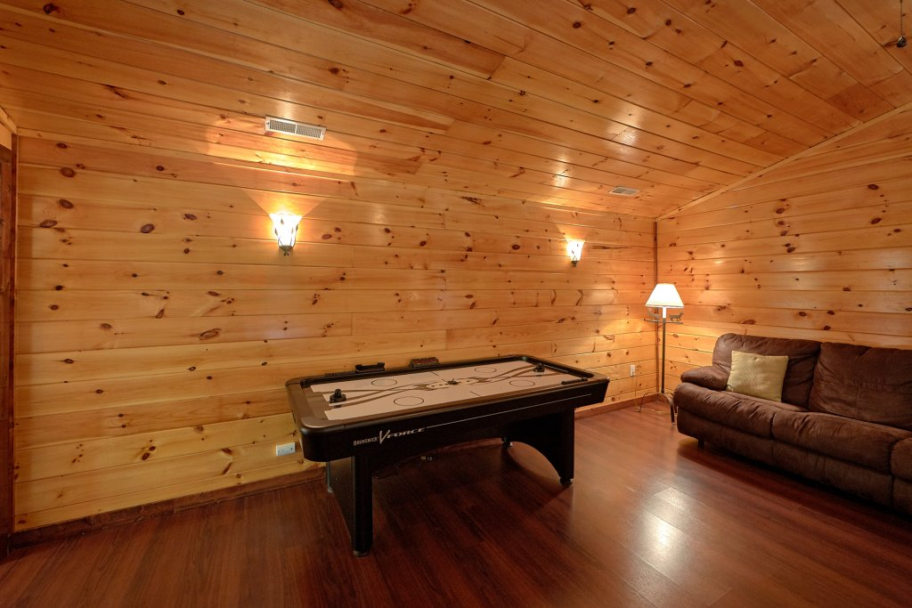 Photo of a Gatlinburg Cabin named Uwoduhi Pool Lodge - This is the fourteenth photo in the set.