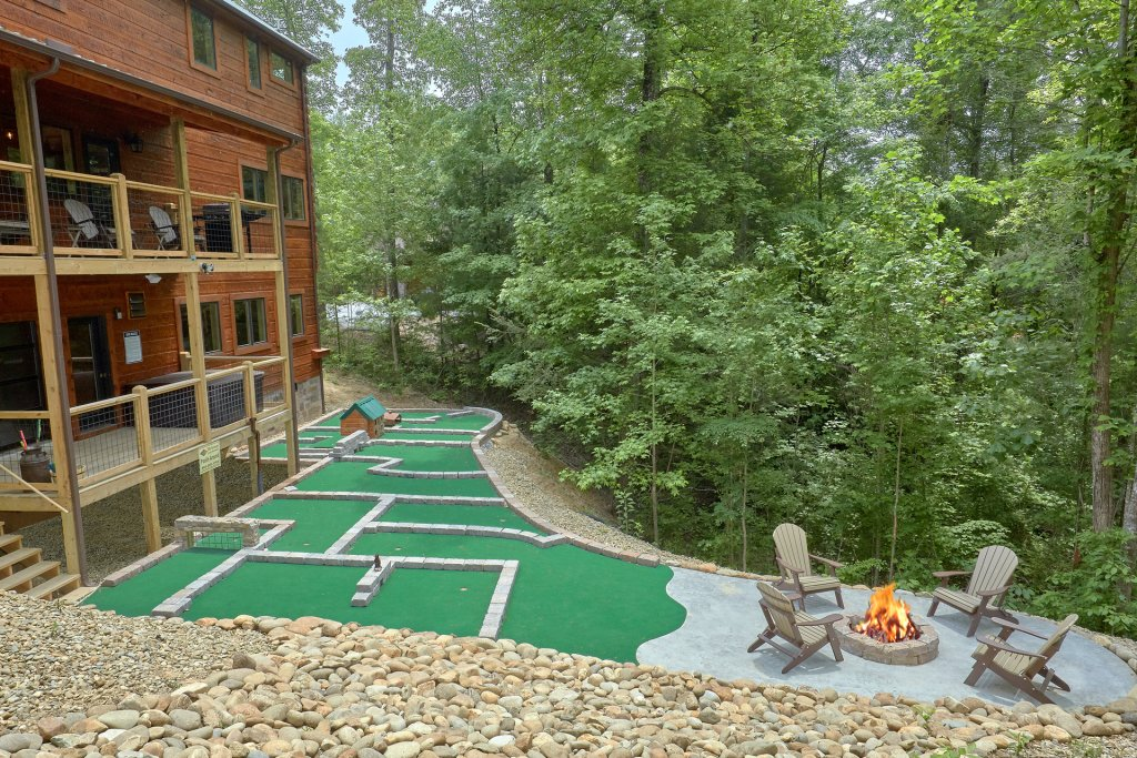 Photo of a Sevierville Cabin named Poolin Around - This is the seventeenth photo in the set.