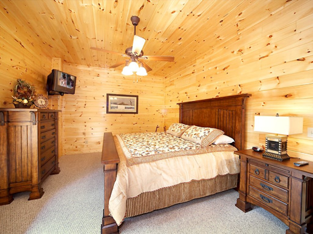 Photo of a Gatlinburg Cabin named Serenity Lodge - This is the fourteenth photo in the set.