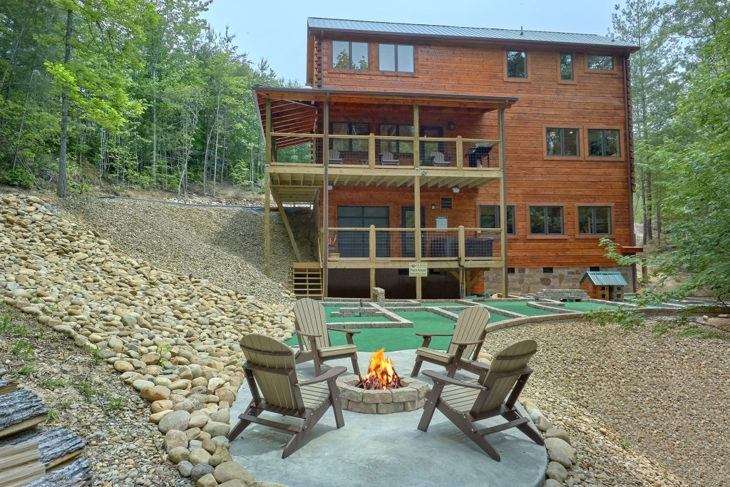Photo of a Sevierville Cabin named Poolin Around - This is the nineteenth photo in the set.