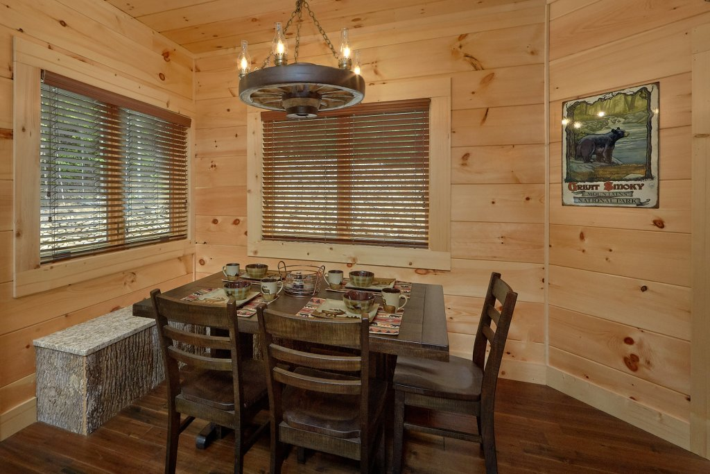 Photo of a Sevierville Cabin named Poolin Around - This is the thirty-third photo in the set.