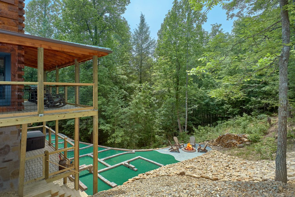 Photo of a Sevierville Cabin named Poolin Around - This is the twentieth photo in the set.