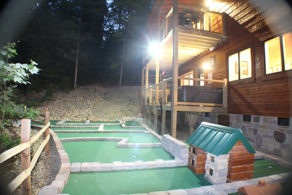 Photo of a Sevierville Cabin named Poolin Around - This is the ninth photo in the set.