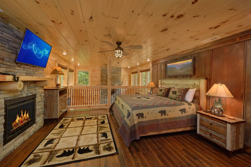 Photo of a Sevierville Cabin named Poolin Around - This is the thirty-fifth photo in the set.
