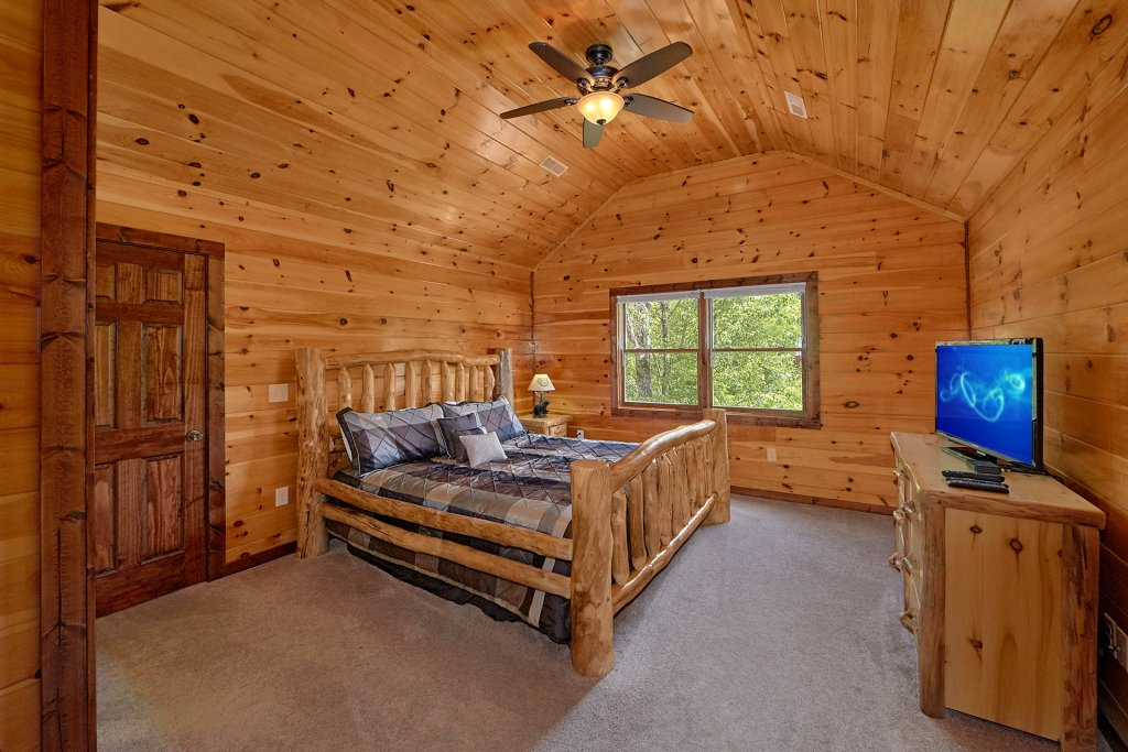 Photo of a Gatlinburg Cabin named Uwoduhi Pool Lodge - This is the thirty-first photo in the set.