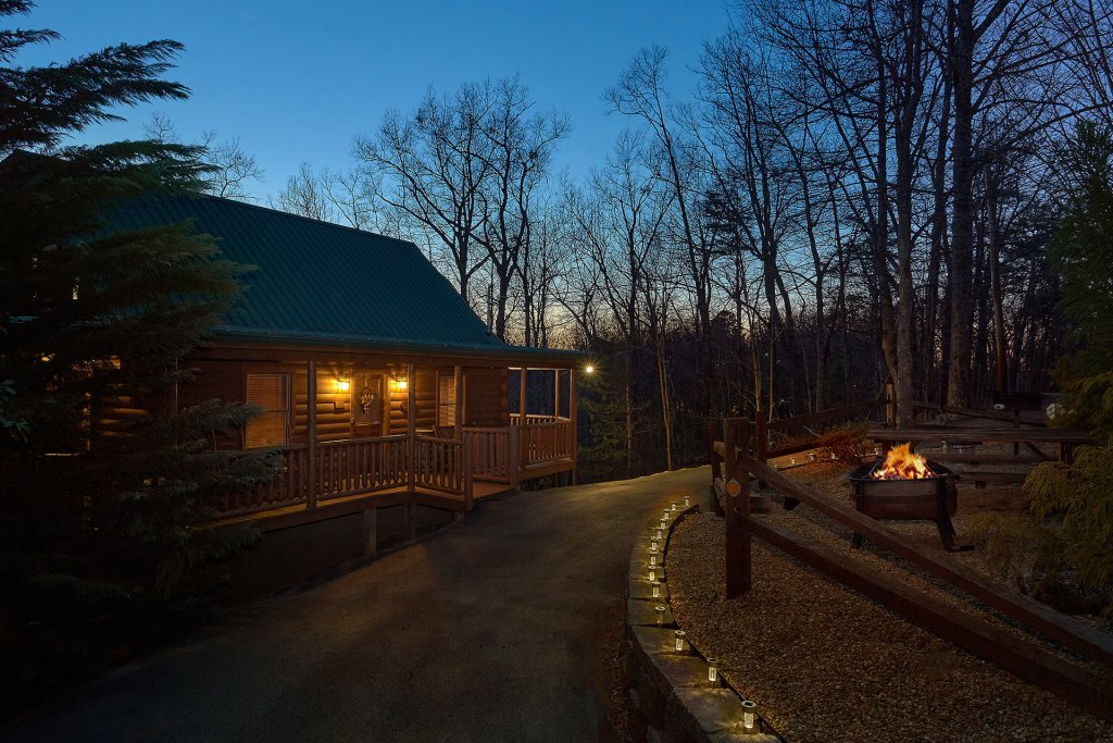 Photo of a Gatlinburg Cabin named Gentleman Jack's - This is the third photo in the set.