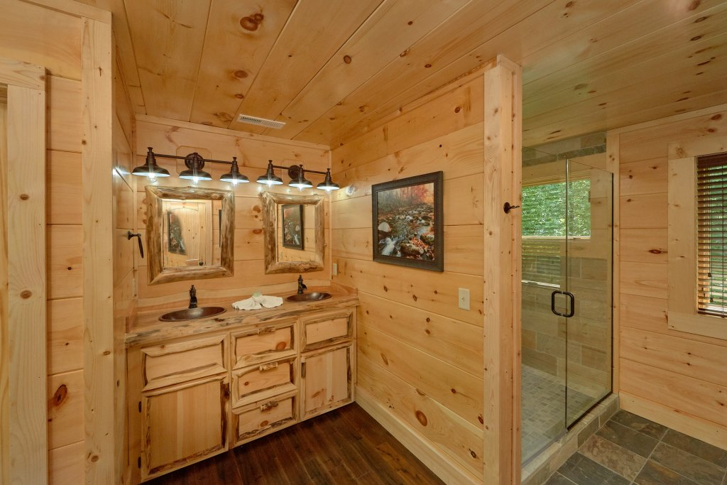 Photo of a Sevierville Cabin named Poolin Around - This is the forty-second photo in the set.