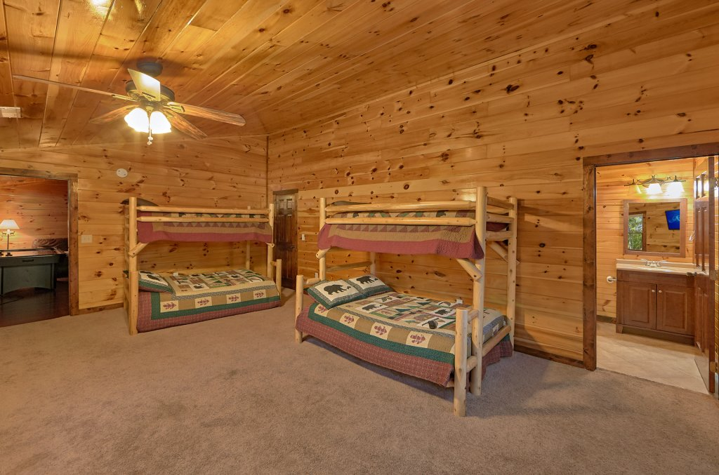 Photo of a Gatlinburg Cabin named Uwoduhi Pool Lodge - This is the twenty-fifth photo in the set.