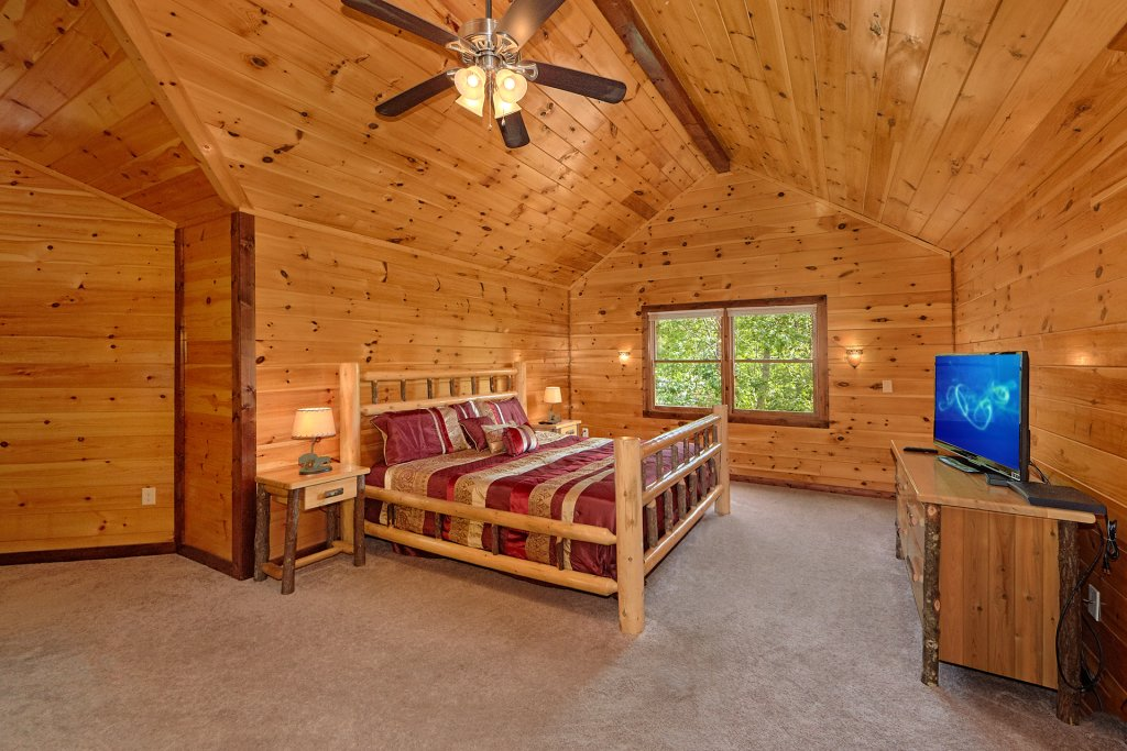Photo of a Gatlinburg Cabin named Uwoduhi Pool Lodge - This is the thirty-second photo in the set.