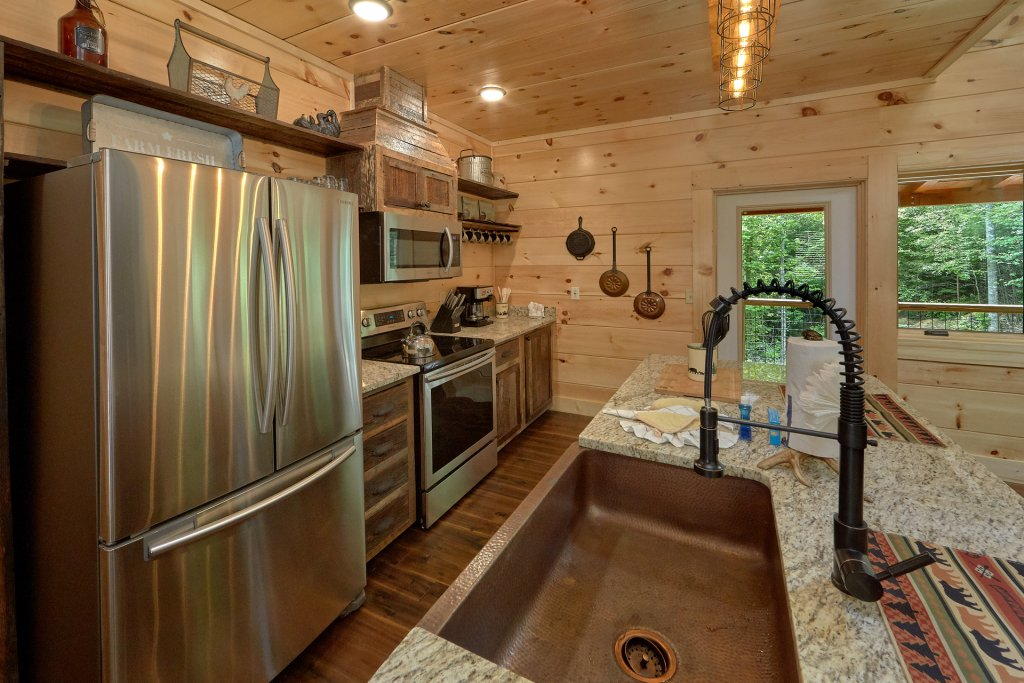 Photo of a Sevierville Cabin named Poolin Around - This is the thirty-first photo in the set.