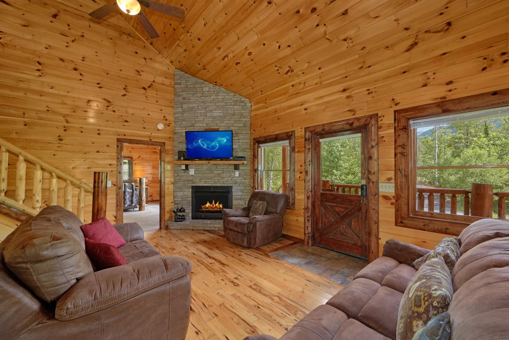 Photo of a Gatlinburg Cabin named Uwoduhi Pool Lodge - This is the seventeenth photo in the set.