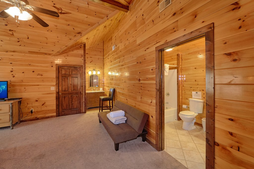 Photo of a Gatlinburg Cabin named Uwoduhi Pool Lodge - This is the twenty-seventh photo in the set.