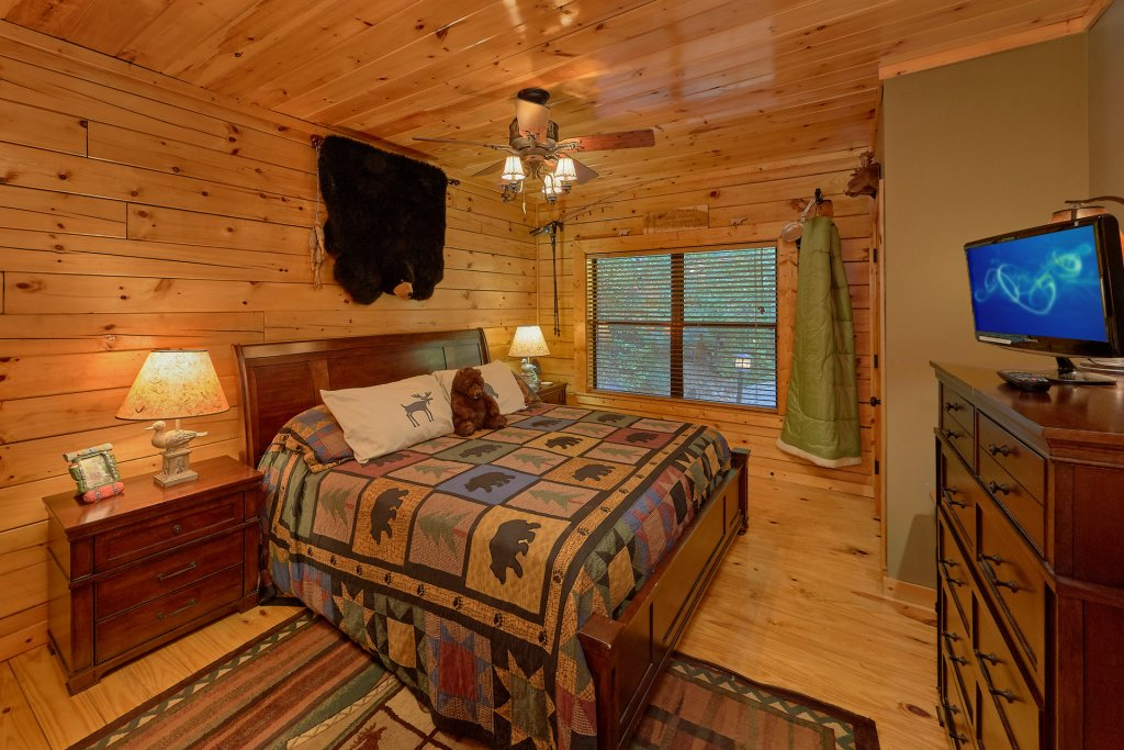 Photo of a Gatlinburg Cabin named Stonebrook Lodge - This is the thirty-first photo in the set.