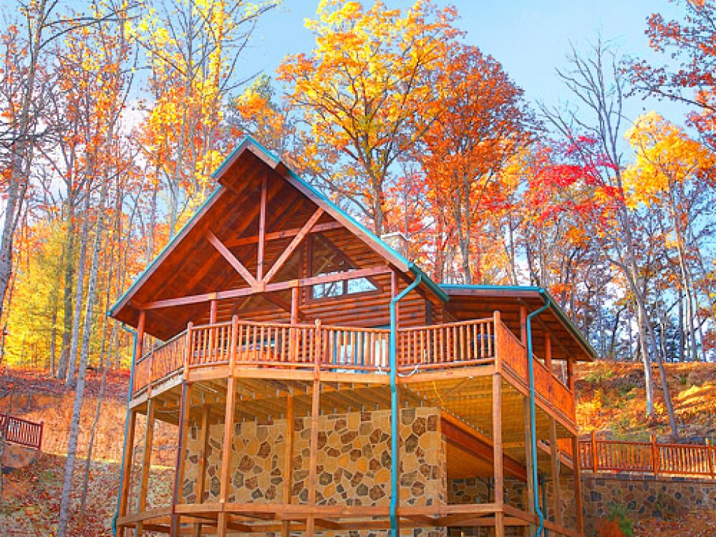 Photo of a Gatlinburg Cabin named Rascals Retreat - This is the first photo in the set.