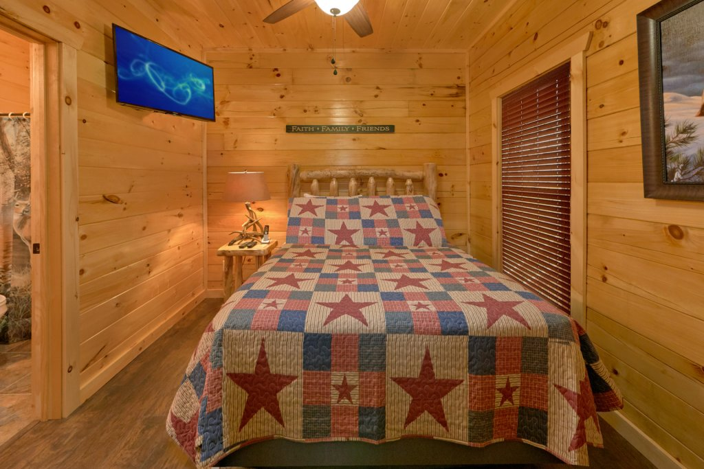 Photo of a Sevierville Cabin named Otter Springs Pool Cabin - This is the nineteenth photo in the set.
