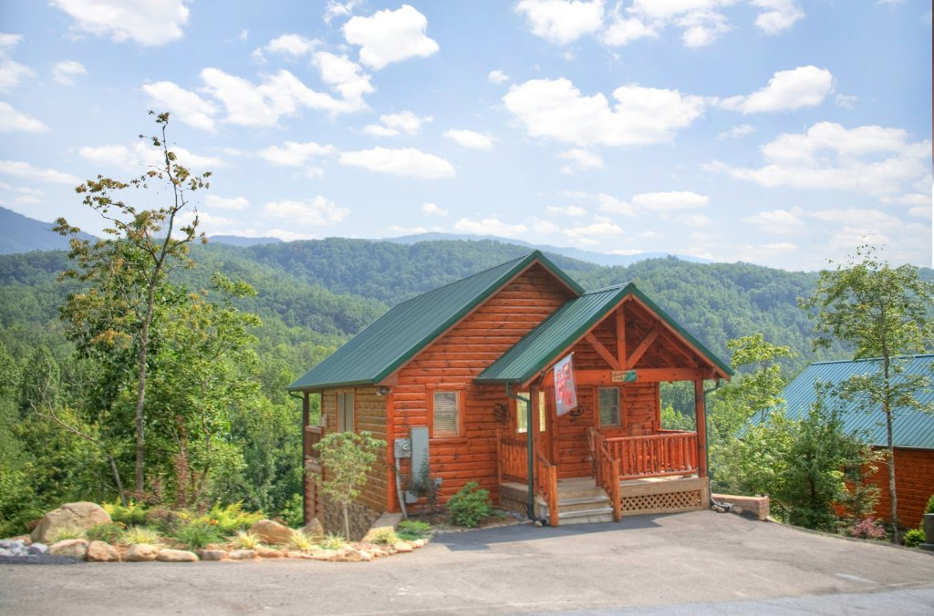 Photo of a Gatlinburg Cabin named Whispering Creek - This is the fourteenth photo in the set.