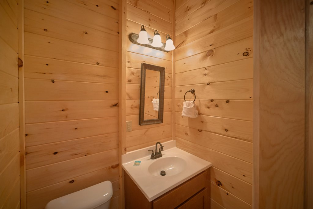 Photo of a Sevierville Cabin named Otter Springs Pool Cabin - This is the twentieth photo in the set.