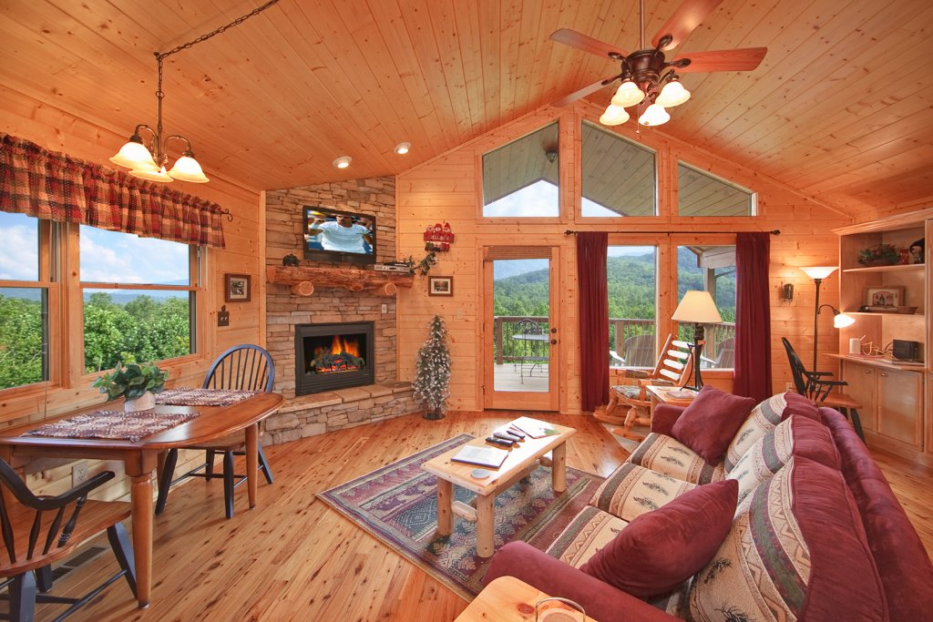 Photo of a Gatlinburg Cabin named Whispering Creek - This is the sixth photo in the set.