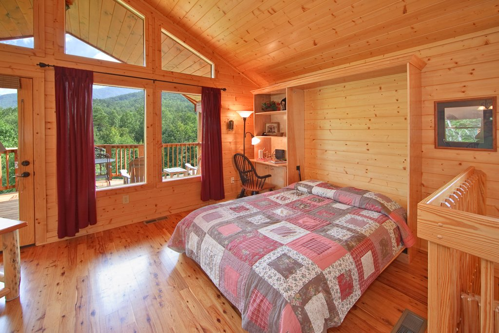 Photo of a Gatlinburg Cabin named Whispering Creek - This is the twelfth photo in the set.
