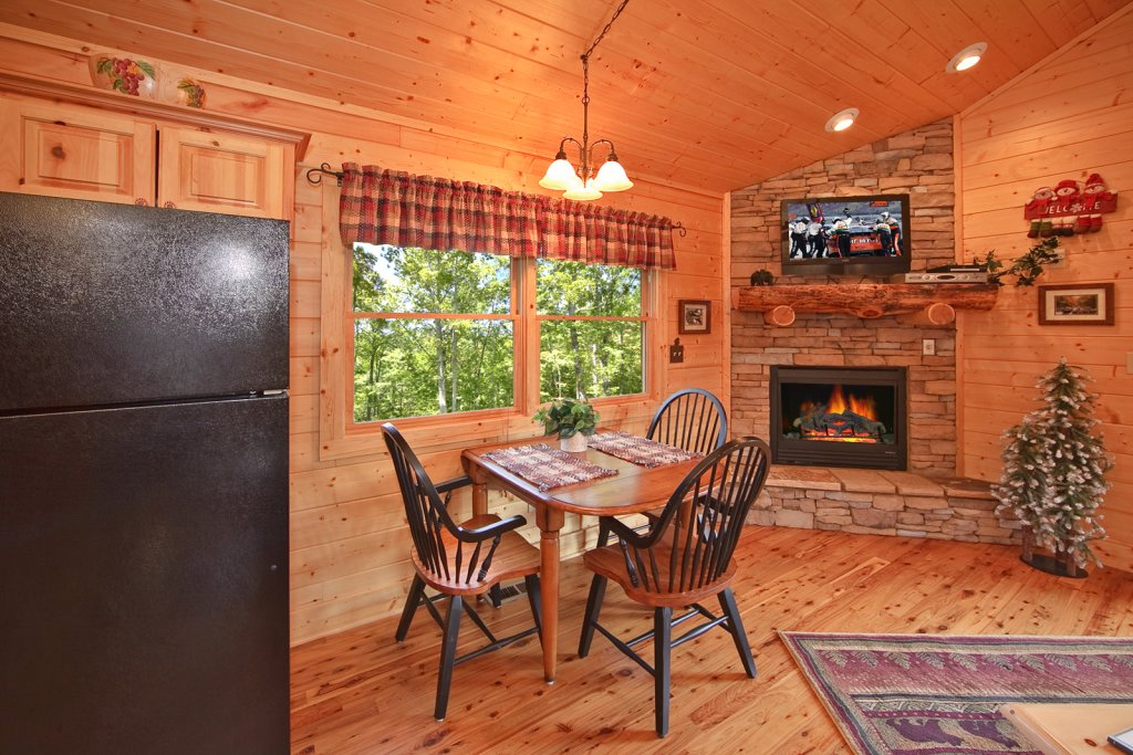 Photo of a Gatlinburg Cabin named Whispering Creek - This is the ninth photo in the set.