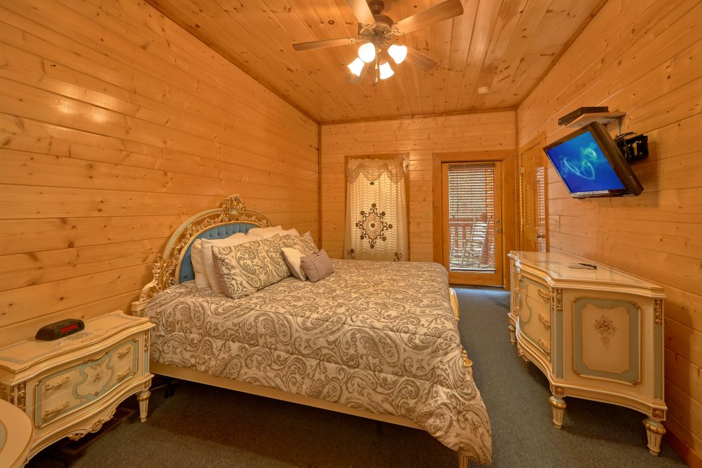 Photo of a Sevierville Cabin named Pool And Theater Lodge - This is the thirty-first photo in the set.