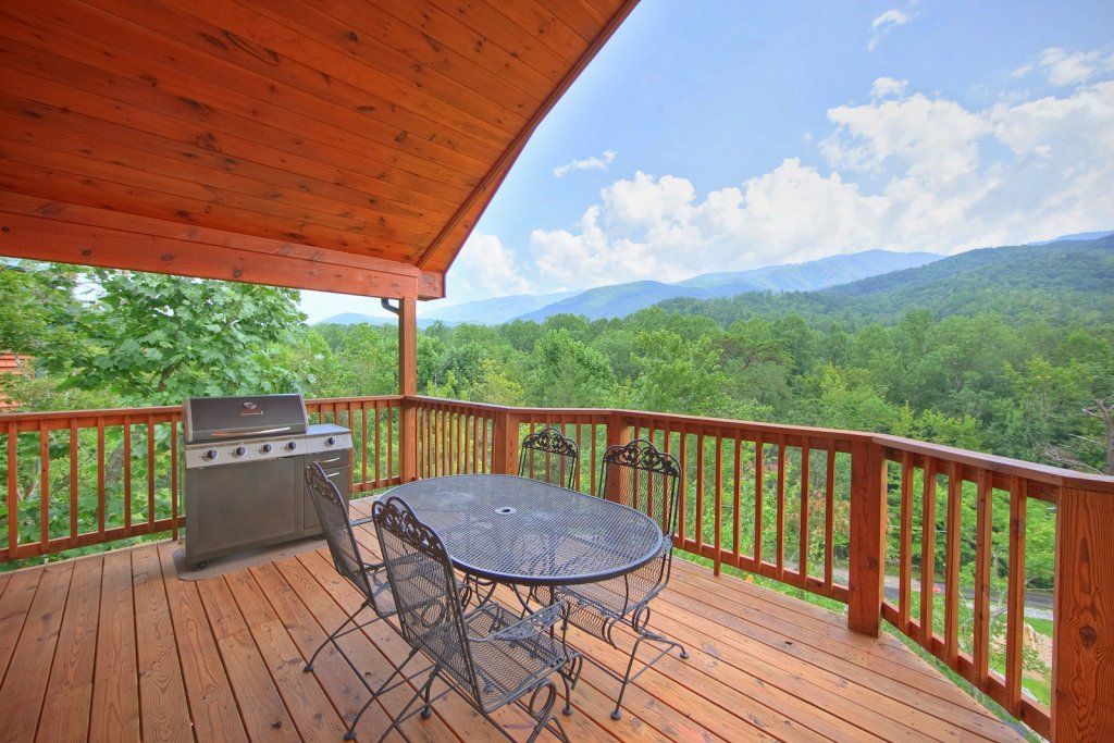Photo of a Gatlinburg Cabin named Whispering Creek - This is the fourth photo in the set.