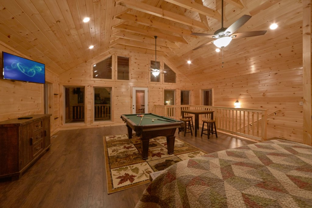 Photo of a Sevierville Cabin named Otter Springs Pool Cabin - This is the twelfth photo in the set.