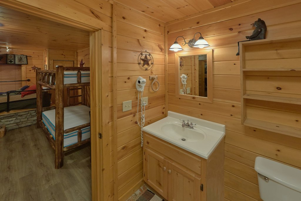 Photo of a Gatlinburg Cabin named Gentleman Jack's - This is the thirty-third photo in the set.
