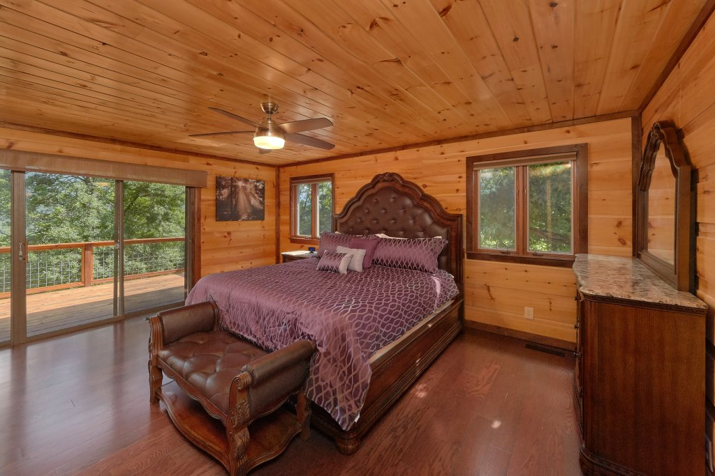 Photo of a Gatlinburg Cabin named This Magic Moment - This is the thirty-second photo in the set.
