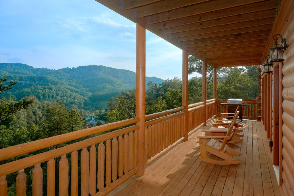 Photo of a Sevierville Cabin named Paradise Point Pool Lodge - This is the seventh photo in the set.