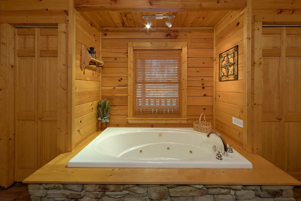 Photo of a Gatlinburg Cabin named Gentleman Jack's - This is the twenty-ninth photo in the set.