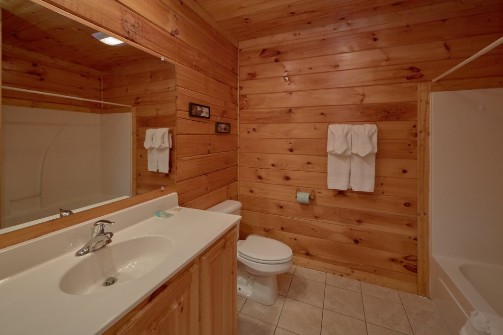 Photo of a Pigeon Forge Cabin named Mountain Pool Lodge - This is the seventeenth photo in the set.