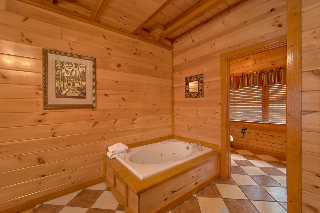 Photo of a Sevierville Cabin named Pool And Theater Lodge - This is the thirty-third photo in the set.