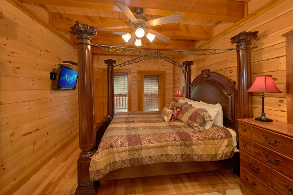 Photo of a Sevierville Cabin named Pool And Theater Lodge - This is the twenty-fifth photo in the set.