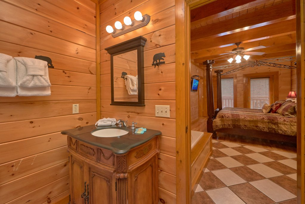 Photo of a Sevierville Cabin named Pool And Theater Lodge - This is the twenty-ninth photo in the set.