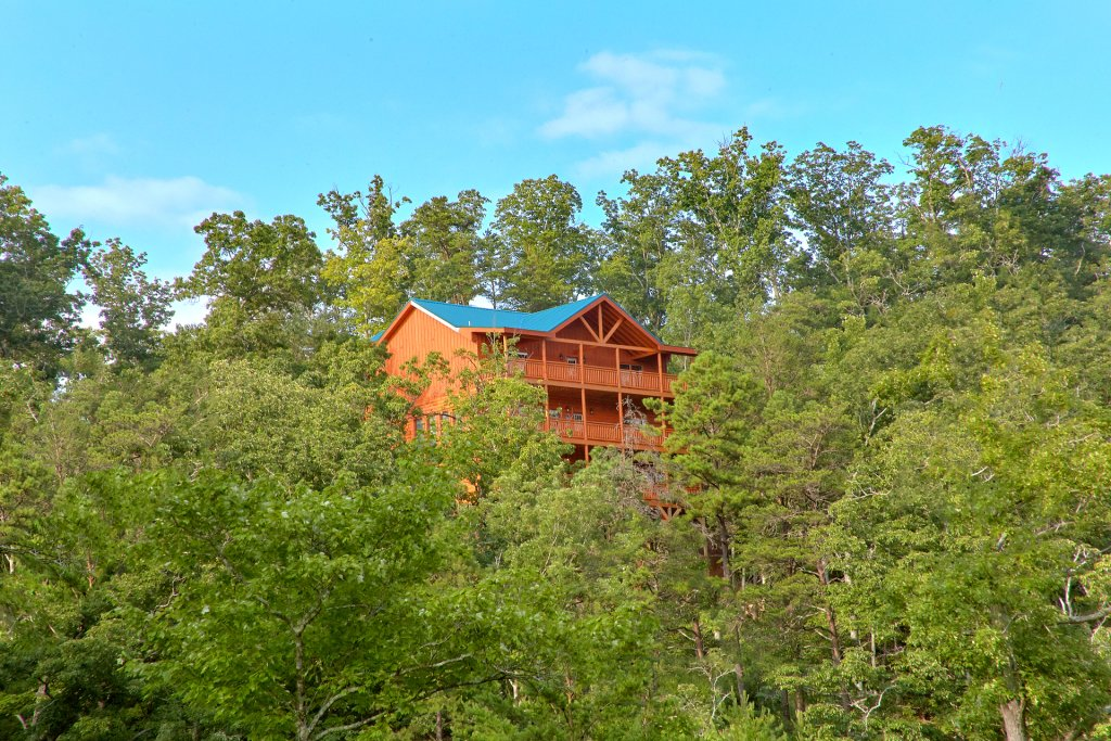 Photo of a Sevierville Cabin named Paradise Point Pool Lodge - This is the thirtieth photo in the set.