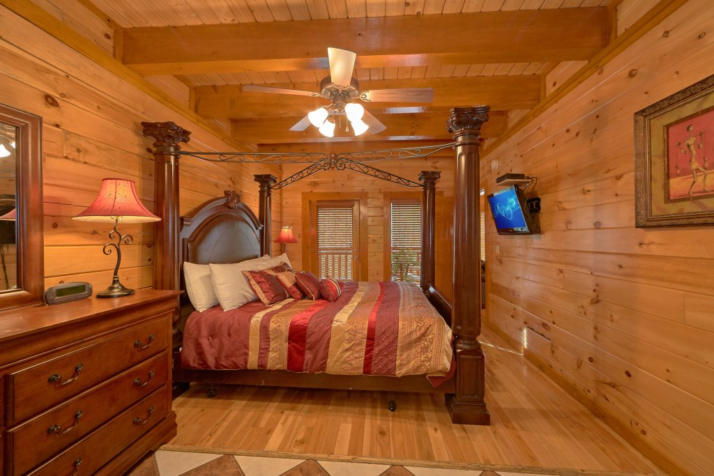 Photo of a Sevierville Cabin named Pool And Theater Lodge - This is the thirtieth photo in the set.