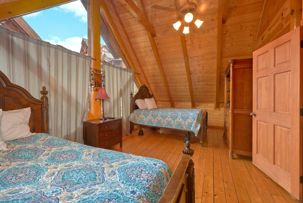 Photo of a Sevierville Cabin named Pool And Theater Lodge - This is the twenty-sixth photo in the set.