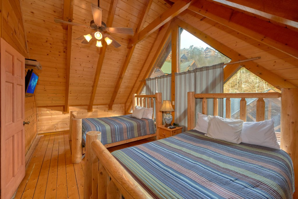 Photo of a Sevierville Cabin named Pool And Theater Lodge - This is the twenty-fourth photo in the set.