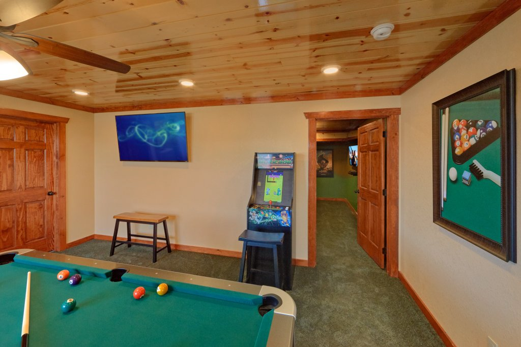 Photo of a Sevierville Cabin named Summit Pool Lodge - This is the ninth photo in the set.