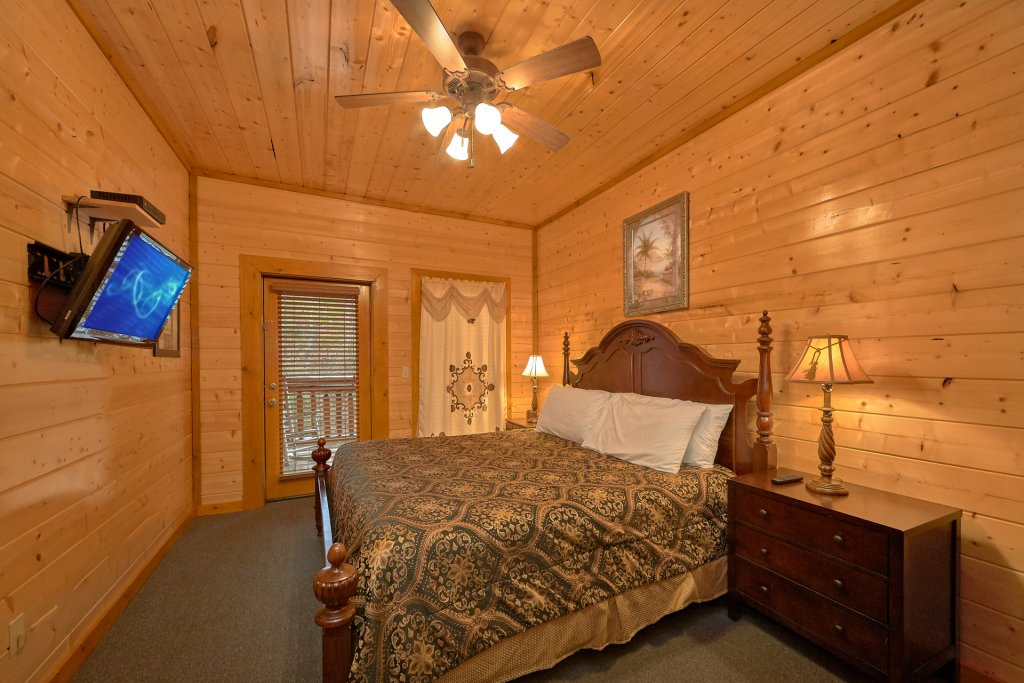 Photo of a Sevierville Cabin named Pool And Theater Lodge - This is the thirty-second photo in the set.
